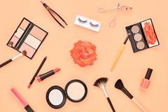 Аксессуары состава моды косметические essentials стоковые фотографии rf