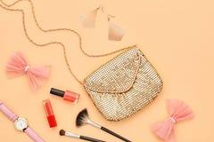 Аксессуары состава моды косметические essentials стоковое изображение rf