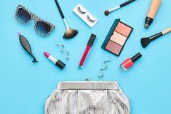 Аксессуары состава моды косметические essentials стоковые изображения rf
