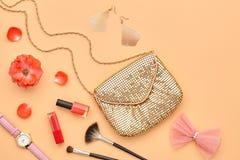 Аксессуары состава моды косметические essentials стоковое фото rf