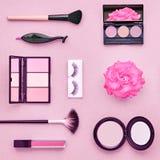Аксессуары состава моды косметические essentials стоковая фотография