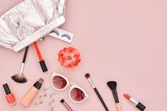 Аксессуары состава моды косметические essentials стоковая фотография rf