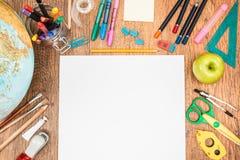 Аксессуары школы на столе Стоковое Фото