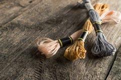Аксессуары для хобби: другие цвета потока для embroide Стоковые Изображения