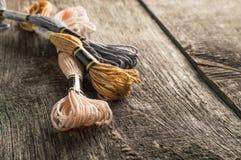 Аксессуары для хобби: другие цвета потока для embroide Стоковое Фото