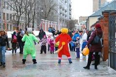 Актеры улицы играя с дет Стоковое фото RF