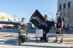 Активисты во время семей принадлежат совместно марш Стоковые Изображения