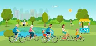 Активное катание семьи на велосипедах в парке бесплатная иллюстрация
