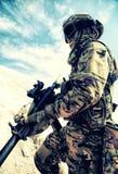 Активные на открытом воздухе воссоздание и военные игры в пустыне стоковая фотография
