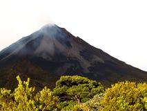 активный вулкан стоковая фотография rf