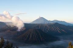 Активный держатель Bromo - Ява, Индонезия Стоковая Фотография