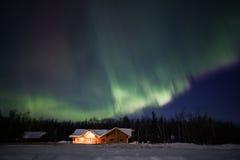 Активный дисплей северных светов в Аляске Стоковое Изображение