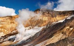 активный кратер вулканический стоковое изображение
