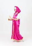 Актриса театра в костюме девушки в silk шали от сказки Стоковые Изображения RF