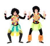 2 актрисы в родных костюмах и парики изолированные на белизне Стоковые Изображения