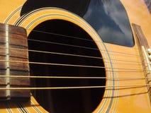 акустическая близкая гитара вверх стоковое изображение