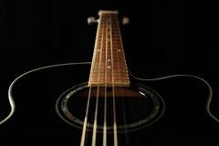 акустическая черная гитара Стоковая Фотография