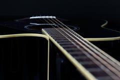 акустический макрос гитары конца черноты предпосылки вверх Стоковое Изображение