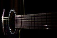 акустический макрос гитары конца черноты предпосылки вверх Стоковые Изображения