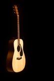 акустический макрос гитары конца черноты предпосылки вверх Стоковая Фотография