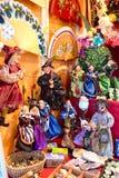 АЛИКАНТЕ, ИСПАНИЯ 10-ОЕ ИЮЛЯ: Ведьмы продали на туристском рынке как сувениры 07 2015 Стоковые Изображения