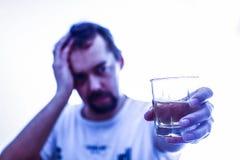 Алкоголизм - социальная проблема - алкоголизм Стоковое фото RF