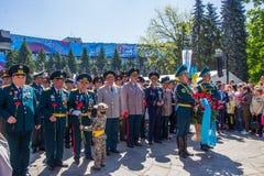 АЛМА-АТА, КАЗАХСТАН - 9-ОЕ МАЯ: Победа торжества дня победы внутри Стоковые Изображения RF