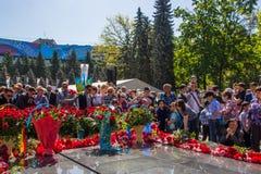 АЛМА-АТА, КАЗАХСТАН - 9-ОЕ МАЯ: Победа торжества дня победы внутри Стоковое Изображение RF