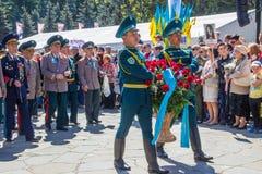 АЛМА-АТА, КАЗАХСТАН - 9-ОЕ МАЯ: Победа торжества дня победы внутри Стоковое Изображение