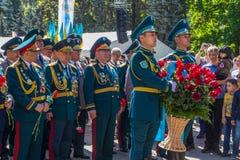 АЛМА-АТА, КАЗАХСТАН - 9-ОЕ МАЯ: Победа торжества дня победы внутри Стоковые Фотографии RF