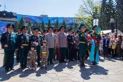 АЛМА-АТА, КАЗАХСТАН - 9-ОЕ МАЯ: Победа торжества дня победы внутри Стоковое Фото