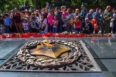 АЛМА-АТА, КАЗАХСТАН - 9-ОЕ МАЯ: Победа торжества дня победы внутри Стоковая Фотография RF