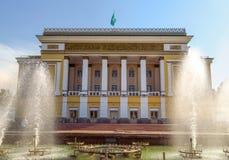 Алма-Ата - театр оперы и балета положения академичный стоковое изображение rf