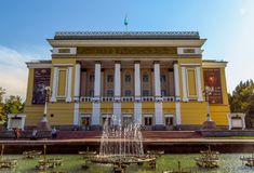 Алма-Ата - театр оперы и балета положения академичный стоковые изображения rf