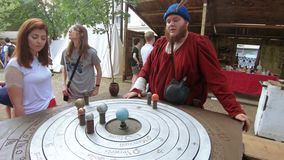 Алхимик и астролог сток-видео