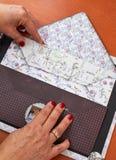 Альбом Scapbook пустой с текстурированным конвертом Стоковое фото RF
