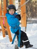 Альпинизм мальчика стоковая фотография rf