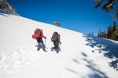 2 альпиниста в горах Стоковые Фотографии RF