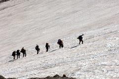 альпинисты взбираясь rainer mt горы Стоковая Фотография