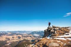 Альпинист на верхней части стоковое изображение