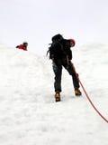 альпинист rappelling Стоковая Фотография