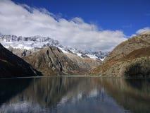 Альпы и озеро Стоковая Фотография