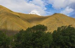 Альтернативная точка зрения горы Kazbeg Стоковое фото RF