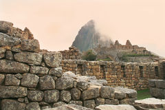 Альтернативный взгляд известного Machu Picchu, Перу   Стоковые Изображения RF