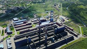 Алюминиевый вид с воздуха металлургического предприятия сток-видео