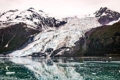 Аляскский ледник осмотренный от туристического судна Стоковая Фотография