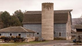 Амбар на ферме в Айдахо с фурой с hey на ей Стоковые Фото