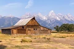 Амбар строки Мормона в грандиозном национальном парке Teton стоковые фото