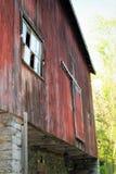 Амбар с сломленными окнами Стоковые Фотографии RF