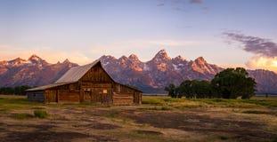 Амбар Moulton на строке Мормона, грандиозном национальном парке Teton, Вайоминге Стоковые Фотографии RF